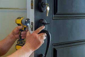Probleme mit mechanischen Schlössern erschweren die Kontrolle des Zugangs zur ihrem Haus oder Wohnung