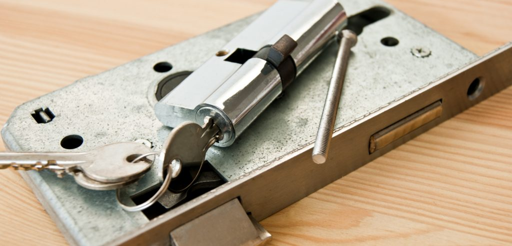 Wir empfehlen, die Schlösser zu wechseln, wenn die Sicherheit gefährdet ist.