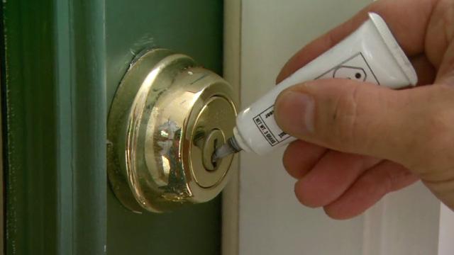 Sie benötigen dann folgende Werkzeuge, um den abgebrochenen Schlüssel zu entfernen: