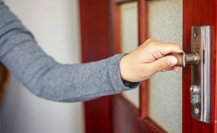 Verwenden Sie hochwertige Materialien, um Ihre Tür zu stärken
